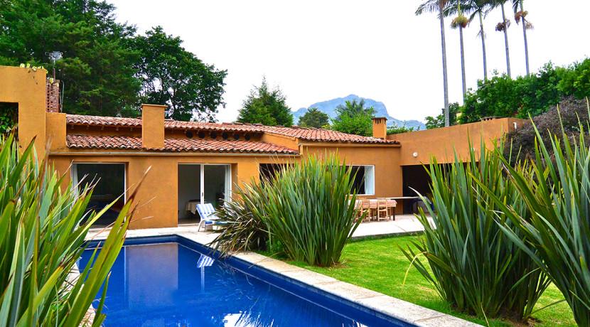 Casa tropical casas tepoztl n bienes ra ces venta for Casas con terraza y jardin
