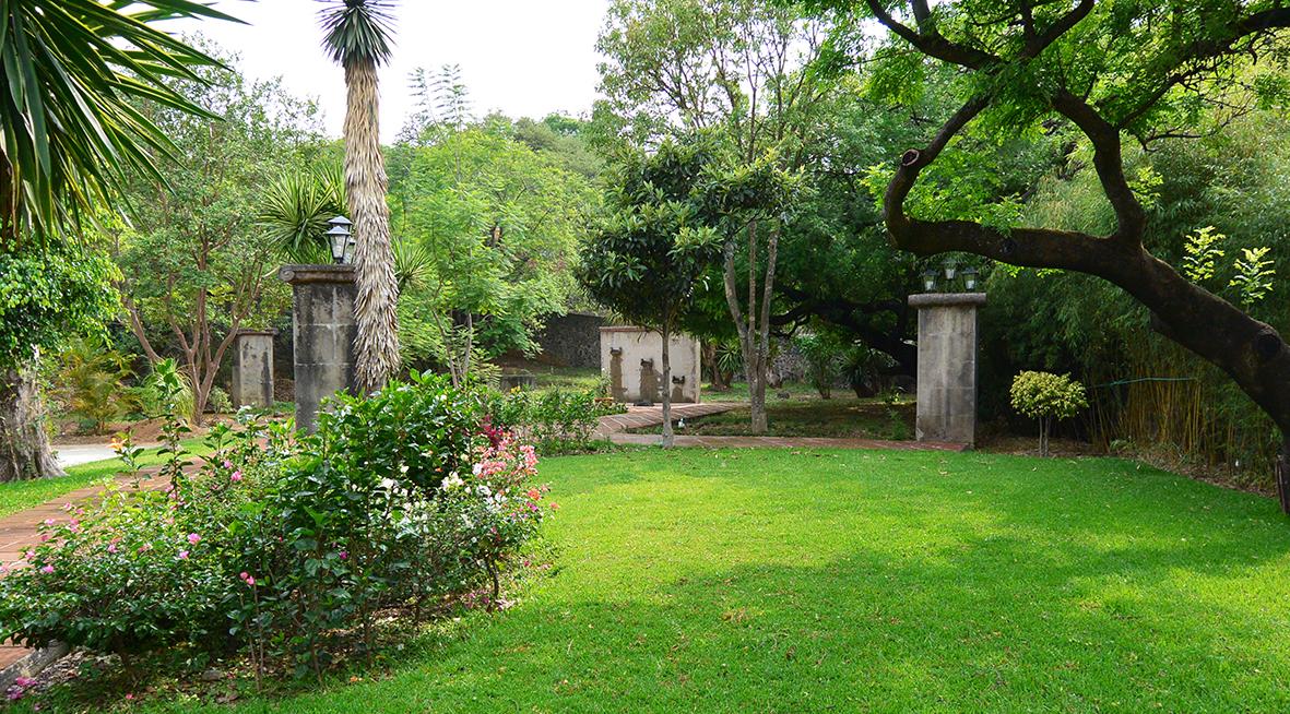 Casa las palmas casas tepoztl n bienes ra ces venta for Casas con jardin grande