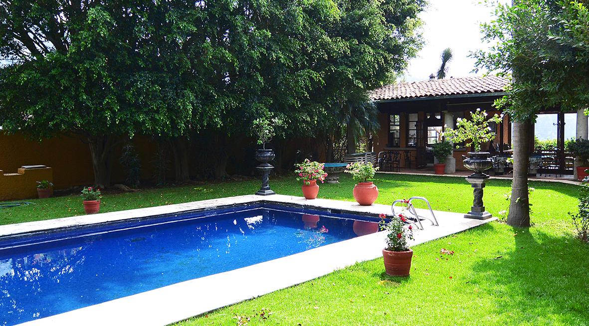 Casa campo en venta con alberca vistas jardin bienes for Casa y jardin mexico