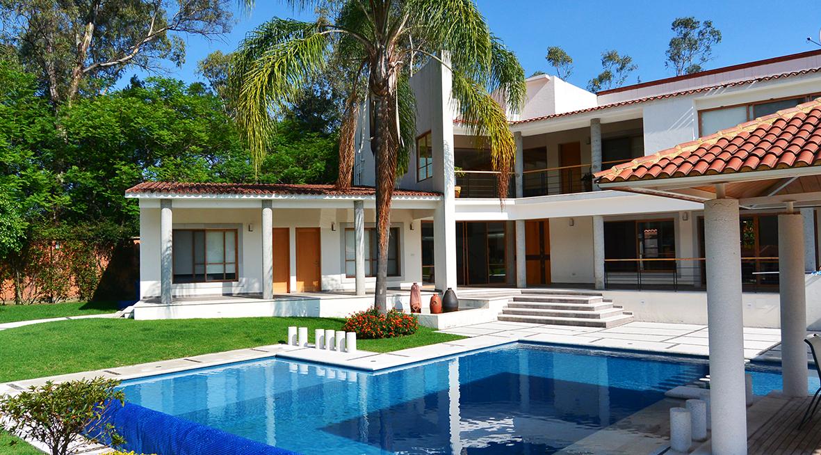 Casa mirador casas tepoztl n bienes ra ces venta for Casas con piscina y jardin de lujo