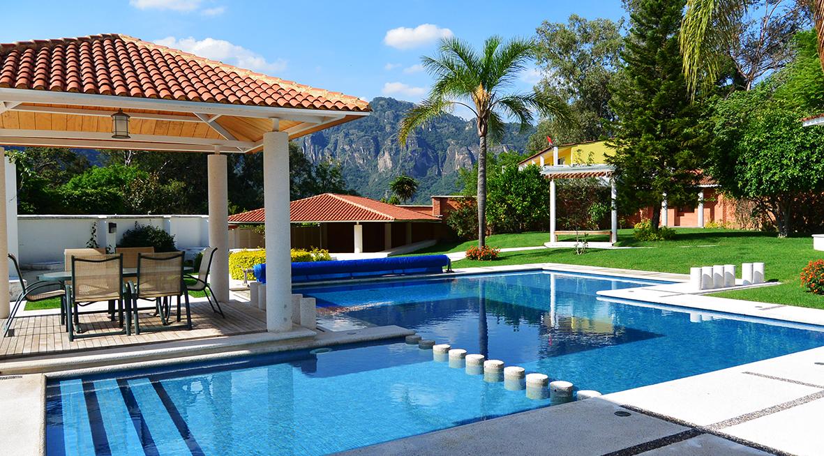 Venta residencia de lujo tepoztlan morelos vista alberca for Imagenes de albercas modernas