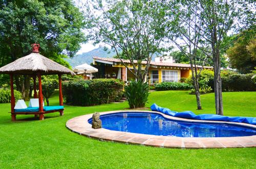 Jardines hermosos y grandes archivos casas tepoztl n for Alberca con jardin